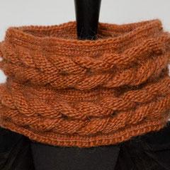 #347 Doppel-Rapunzelzopf Schlauchschal, rostorange. Umfang 53 cm, Höhe 15 cm. 60% Polyacryl, 40% Wolle     55,- €