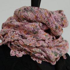 #41 Wickelschal/Rock mit Häkelblüten rosa mit bunt. Umfang 106 cm, Höhe 34 cm     95,-€
