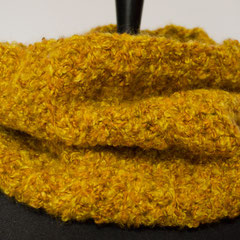 #466 Schlauchschal gelb-hellbraun-meliert, Patent. Umfang 64 cm, Höhe 33 cm. 53% Schurwolle, 47% Acryl     48,-€