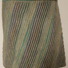 #497 Diagonal-Rock blautürkisgrau und hellgrau. Umfang 84 cm, Länge 42 cm. blautürkisgrau 75% Schurwolle, 25% Polyamid, hellgrau 55% Merino, 45% Polyacryl     135,-€