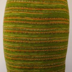 #505 Rock hellgrün-orange-Ringel. Umfang 72 cm, Länge 44 cm. 75% Schurrwolle, 25% Polyamid     135,-€
