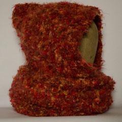 #537 Kapuzen-Wickelschal mit Glitzer. Umfang Schal 106 cm, Höhe 19/50 cm. 60% Polyamid, 15% Polyacryl, 13% metallisiertes Polyester, 8% Wolle, 4% Alpaka     120,-€