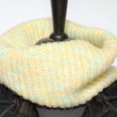 #254 pastellfarbener Schlauchschal. Umfang 60 cm, Höhe 30 cm. 80% Acryl, 15% Wolle, 5% Mohair     65,-€