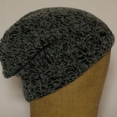 #512 Mütze grau-schwarz meliert. Umfang ~ 53 cm. 65% Merino, 20% Polyacryl, 15% Polyamid     48,-€