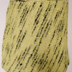#494 Diagonal-Rock helllindgrün und grauweiss. Umfang 89 cm, Länge 36 cm. helllindgrün 40% Microfasser, 40% Baumwolle, 20% Polyamid, grauweiss 47% Wolle, 47% Polyamid, 6% Polyester     135,-€