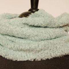 #455 Fussel-Schlauchschal hellblau. Umfang 56 cm, Höhe 46 cm. 40% Microfaser, 40% Baumwolle, 20% Polyamid     48,-€