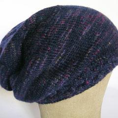 #371 Mütze mit Zopf-Bündchen blau mit bunt. Umfang ~ 54 cm. 51% Schurwolle, 37% Polyacryl, 12% Polyamid          48,-€