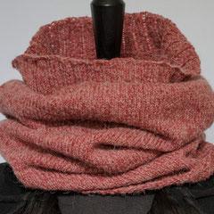 #264 rosenholzfarbener Schlauchschal. Umfang 60 cm, Höhe 52 cm. 60% Polyacryl, 30% Alpaka, 10% Wolle     65,-€