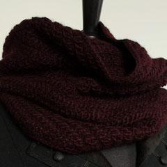 #19 Auberginenfarbiger Diagonal-Schlauchschal. Umfang 66 cm, Höhe 41 cm. 100% Schurwolle     82,-€