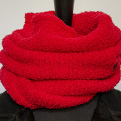 #275 Kuschel-Wickelschal rot. Umfang 104 cm, Höhe 26 cm. 100% Polyester     65,-€