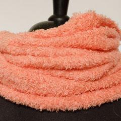 #456 Fussel-Schlauchschal lachsrosa. Umfang 54 cm, Höhe 52 cm. 40% Microfaser, 40% Baumwolle, 20% Polyamid     48,-€