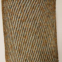 #496 Diagonal-Rock hellblau und orangenoppig. Umfang 88 cm, Länge 41 cm. hellblau 57% Baumwolle, 17% Polyacryl, 26% Viskose, orangenoppig 30% Baumwolle, 21% Viskose, 10% Leinen, 20% Polyacryl, 19% Polyamid     135,-€