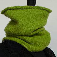 #57 Maigrüner angefilzter Schlauchschal. Umfang 48 cm, Höhe 34 cm. 100% Schurwolle     112,-€