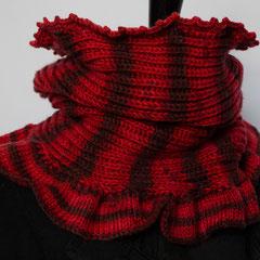 #301 Roter Streifen-Querpatent-Schlauchschal.  Umfang 46 cm, Höhe 37 cm. 100% Polyester     72,-€