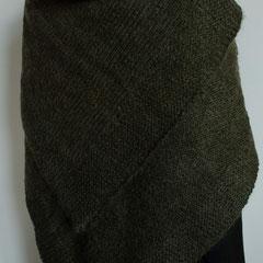 #121 Umschlagtuch. 103 cm x 95 cm. 50% Polyacryl, 30% Wolle, 20% Mohair     215,-€