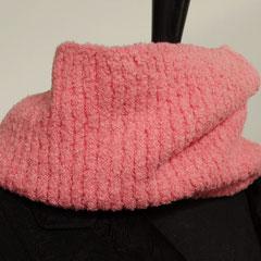 "#92 ""Paradiso""-Schlauchschal pink. Umfang 58 cm, Höhe 25 cm. 100% Polyamid     48,-€"