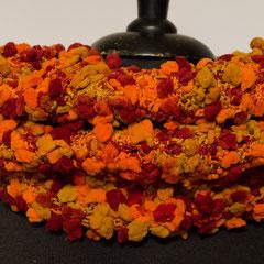 #448 Noppen-Schlauchschal orange-rot-beige. Umfang 64 cm, Höhe 29 cm. 100% Polyamid     48,-€