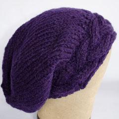 #162 Mütze mit Zopf-Bündchen violett. Umfang ~ 57 cm. 55% Polyacryl, 45% Wolle     48,-€