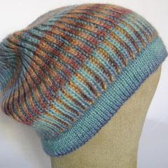 #376 Wende-Mütze zweifarbiges Patent blau-braun-Töne (Rowan). Umfang ~ 56-58 cm. 70% Wolle, 30% Soja-Faser     92,-€