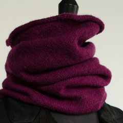 #17 Auberginenfarbiger angefilzter Schlauchschal. Umfang 54 cm, Höhe 50 cm. 100% Schurwolle     112,-€
