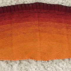 """#441 langes halbrundes Tuch """"Indian Summer"""", ausgebreitet. 250 cm lang, 34 cm breit. 50% Baumwolle, 50% Polyacryl     185,-€"""