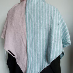 #119 Dreieckstuch mint-weiss/rosé. 180 cm breit, 68 cm hoch. 100% Baumwolle     112,-€