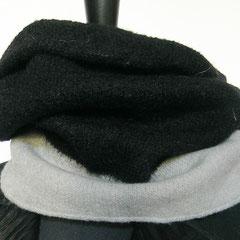 #391 Schlauchschal gefilst, schwarz-naturweiss. Umfang 62 cm, Höhe 36 cm. 100% Schurwolle     88,-€
