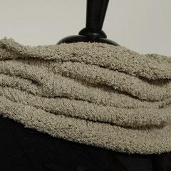 #69 Steingrauer Schlauchschal. Umfang 72 cm, Höhe 46 cm. 78% Baumwolle 22% Polyester     72,-€
