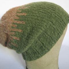 #377 Mütze Teddy-Optik grün mit hellbraun. Umfang ~ 58-60 cm. 60% Wolle, 40% Polyamid     48,-€