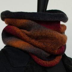 #58 rot-grau-rostfarbener dünner Schlauchschal. Umfang 50 cm, Höhe 45 cm. 75% Schurwolle 25% Nylon     85,-€