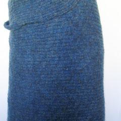 #428 Grosses Tuch in Blautönen Patent. 214 cm lang, 80 cm breit. Polyacryl und Mohair      295,-€