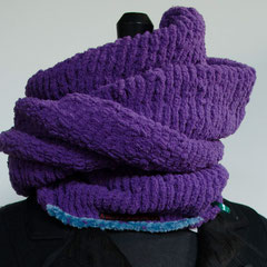 """#45 Lila """"Light""""-Chenille-Wickelschal. Umfang 110 cm, Höhe 28 cm. 100% Polyester     75,-€"""