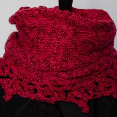 #249 Quer-Wickelschal/Rock mit Zipfel-Häkelborte rot. Umfang 112 cm, Höhe 32 cm. 52% Baumwolle, 48% Viskose     95,-€