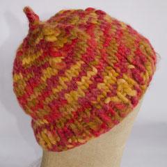 #159 Dicke Mütze rot-braun-ocker. Umfang ~ 55 cm. 70% Polyacryl, 30% Wolle     38,- €