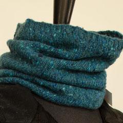 #109 Schlauchschal/Mütze türkis Tweed. Umfang 42 cm, Höhe 28 cm. 100% Schurwolle     65,-€