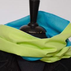 #331 Wende-Wickelschal genäht, hellgrün-azur. Umfang 142 cm, Höhe 33,5 cm. Baumwolle     35,-€