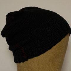#515 Mütze schwarz mit lila und blau. Umfang ~ 55 cm. 50% Baumwolle, 50% Polyamid     28,-€