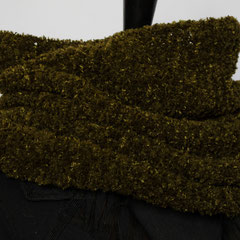 #305 Olivgrüner Schlauchschal. Umfang 66 cm, Höhe 33 cm.46% Microfaser, 30% Merino, 24% Polyacryl     62,-€
