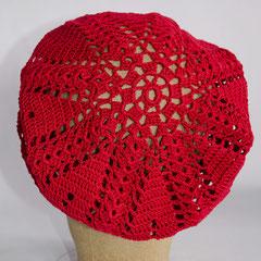 #131 Häkelmütze rot, graphisch. Umfang ~54 cm. 100% Baumwolle     45,-€