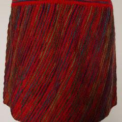 #488 Diagonal-Rock rot und grünblaulilagrau. Umfang 84 cm, Länge 34 cm. 75% Schurwolle, 25% Polyamid     135,-€