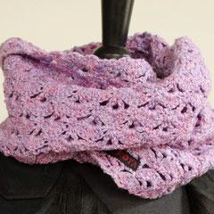 #3 Wickelschal gehäkelt, flieder+rosa. Umfang 108 cm, Höhe 17 cm. 100% Baumwolle     75,-€