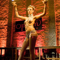 Greta Quamar - Performance bei der Asian Decadence - Foto Perpetua