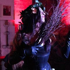 """Lady Lux - Performance """"Frühlingserwachen""""  Foto S. Nückel"""