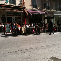 Lunching and basking rue Montmartre