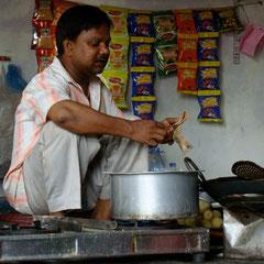 Strassenessen in Varanasi
