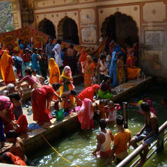 Taking bath in temple. Jaipur