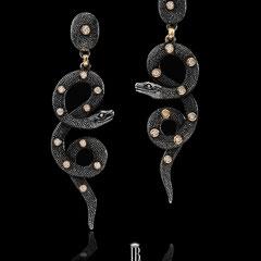 3/12 serpenti cesellati  in argento galuchat con brillanti montati in oro  Snakes silver burnished galuchat and diamonds.