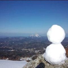 ①「琴引山の雪だるま」 ②雪男