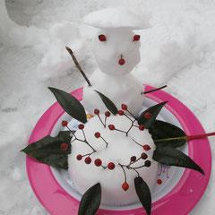 ①「宇宙人っぽい雪だるま&雪ケーキ」 ②雪ん子