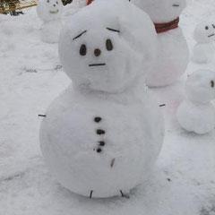 ①「ぼーっとする雪だるま」 ②まなか&ここな